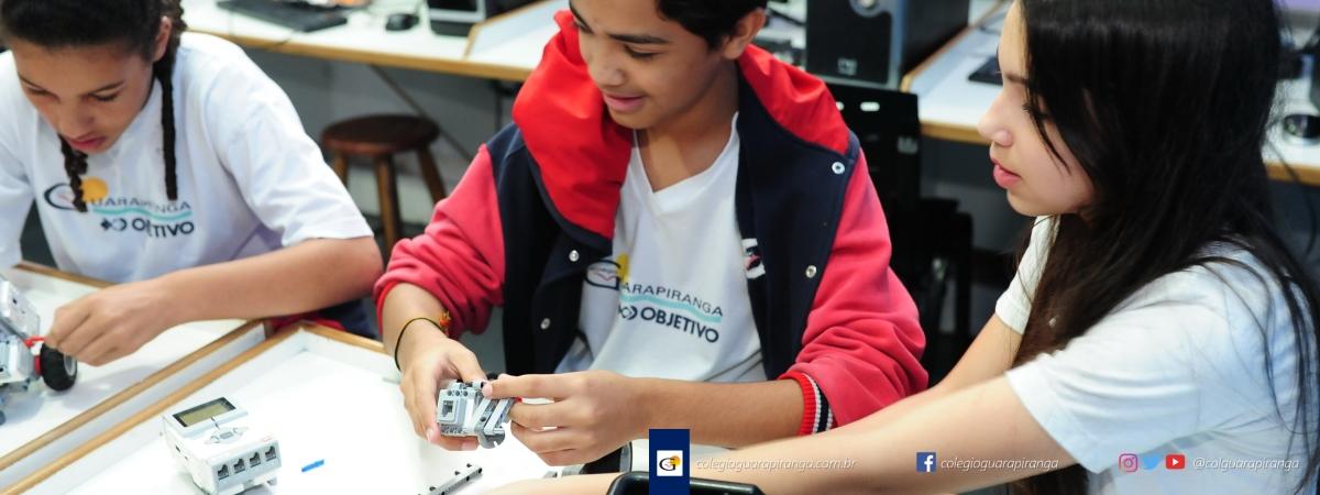 <p>Utilizados nas aulas de Robótica do Colégio Guarapiranga&#8220;os Programas ZOOM são soluções completas de aprendizagem para crianças e adolescentes. No Ensino Fundamental Séries Finais, é utilizado o kit NXT Mindstorms (9797), com motores, sensores e bloco programável. O kit e o trabalho com os fascículos proporcionam um ambiente motivador de [&hellip;]</p>